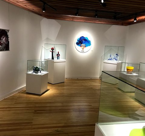 çağdaş cam sanatları müzesi içindeki eserler