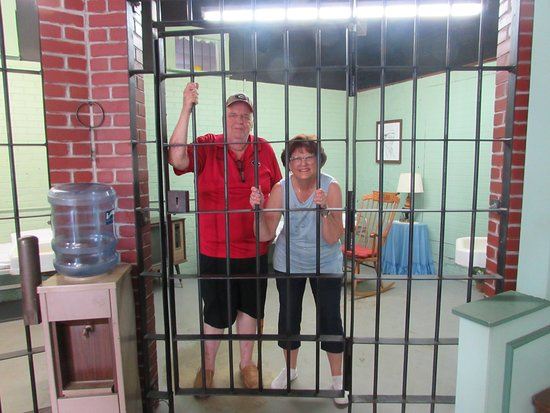 Mayberry Replica Courthouse: Inside the cell!!