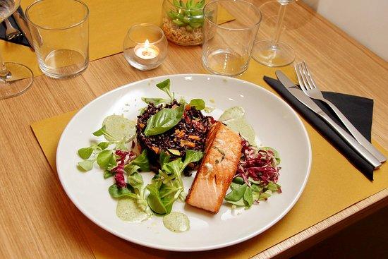 Caffe Delle Esposizioni: Riso Venere profumato agli agrumi con trancio di salmone