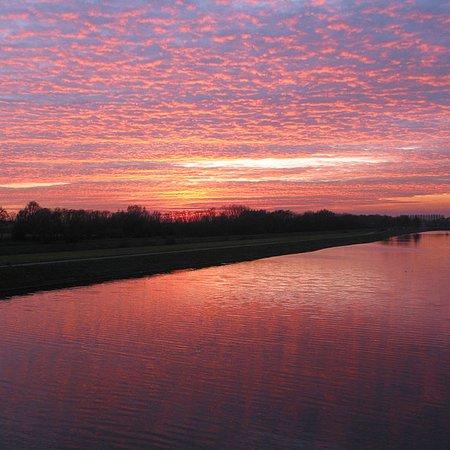 Hensies, Belgio: Canal le soir