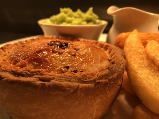 So Pie: Steak & Stilton, Chips, Mushy peas and gravy MMMmmmmmmm