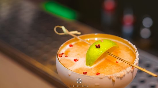 You can't buy happiness but you can prepare a cocktail and that's kind of the same thing!  #litharitsia #cocktailbar #summer #summer2019 #cocktails #surpise #party #music #ioannina #litharitsia360 #threesixtybar #360_litharitsia #nights #roof #musician #happy #instagood #drinks #cocktail #happiness