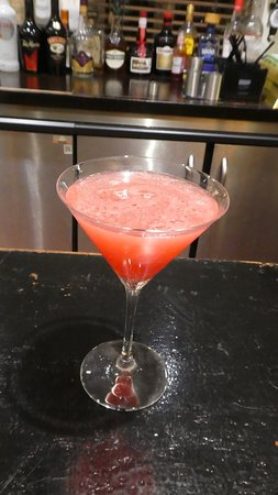 Ghyll Manor Hotel & Restaurant: A Cosmo - made with lemon and not lime and no garnish, but tasted better than expected.