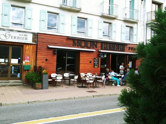 MoonRiver Pub