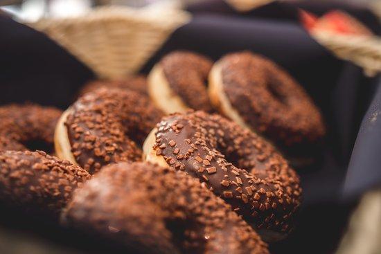 La Quinta by Wyndham Santiago Aeropuerto: Ricas donuts para tu desayuno Buffet!