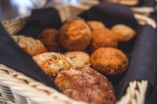 La Quinta by Wyndham Santiago Aeropuerto: El mejor desayuno buffet! diferentes opciones dulces como top de frambuesa y chocolate, brownie, cupcakes, donuts, palmeritas, facturas y más!!!