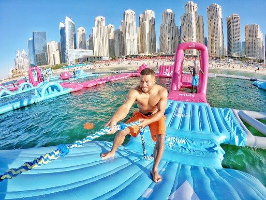 Dubai, Các Tiểu vương quốc Ả Rập Thống nhất: show me how strong you are