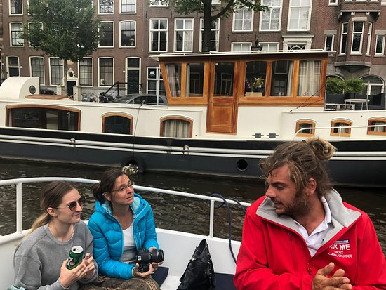 Boat Amsterdam: Small open boat - All drinks included - Luxurious 70 minutes canal cruise