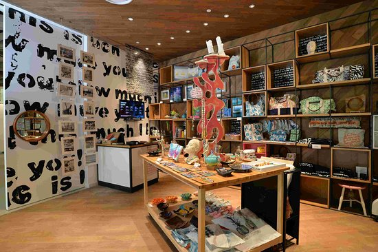 The Current Baha Mar Gallery & Art Center: The Current's retail store has numerous Bahamian made merchandise. The perfect first store for artistic finds.