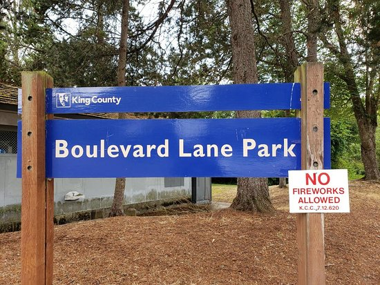 Boulevard Lane Park : Signage in front of park near the parking