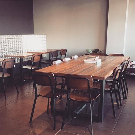 The communal table is a perfect place to chat with other coffee enthusiasts and for large groups ☕️👌🏼 reservations welcomed. #envyespressocairns #envyespresso
