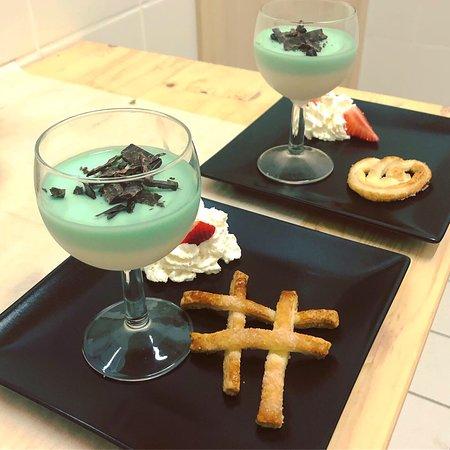Presso il ristorante dello chalet si possono provare le crêpes bretoni dolci o salate, una gustosa cucina con prodotti Marchio Qualità Gran Paradiso e dolci fatti in casa..