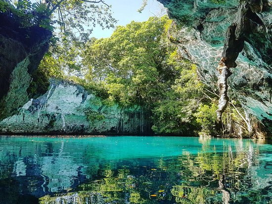 Baubau, Indonesië: Hard to reach but worth the effort are Moko lagoons, Waliangkabola village. natural watermark in the middle of Muna island. Famed for its some natural limestone that is filled with a series of aqua pools with the crystal clear blue water.