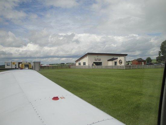 مقاطعة ديرهام, UK: Landing at the airfield Aviator Bistro Cafe an excellent day with Blue Yonder Air Tours and excellent food and drink thank you to Amanda and Neil