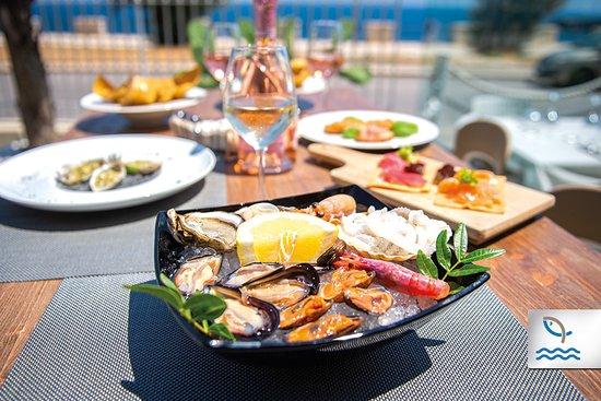 Frà Crudi e Cotti: Dopo la spiaggia, vieni a goderti il relax di un aperitivo vista mare con le prelibatezze crude e cotte di Frà