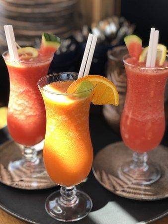 Nous vous proposons des cocktails sans alcool et des compositions de cocktails de Fruits, Frais et Bio (en saison).  Réalisés à la demande...