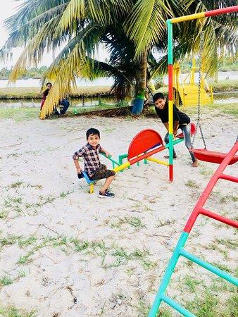 Soothing Square NEAR Andhakaranzhi Beach