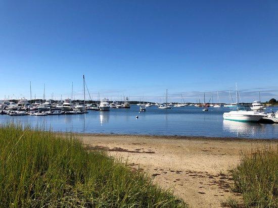 Cataumet, แมสซาชูเซตส์: 5 minute walk to Megansett Harbor