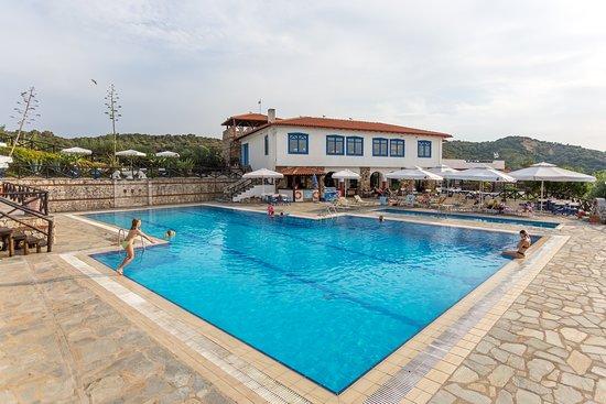 Agionissi Resort, Hotels in Gomati