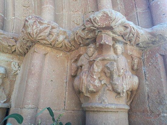 Villamayor de Monjardin, Espagne : Capitel de la portada.