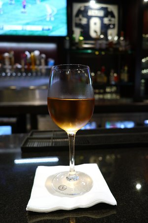 Dallas Sheraton, 400 Olive Street - On-property Dining Options - Draft, a Nice Sports Bar - Rosé
