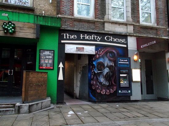 ‪The Hefty Chest - Pirate Bar‬