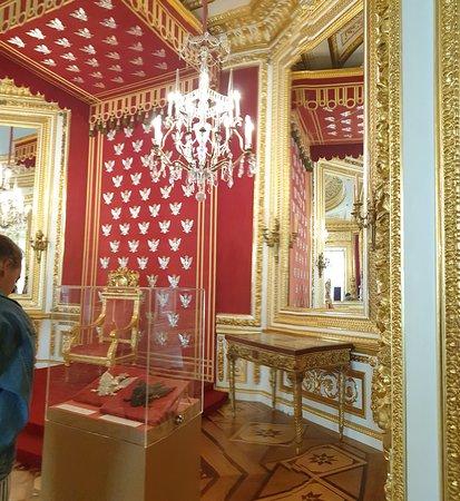 כסא המלך בארמון