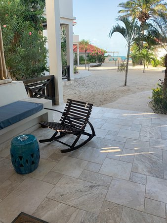 The Lodge at Jaguar Reef: Front patio with hammock
