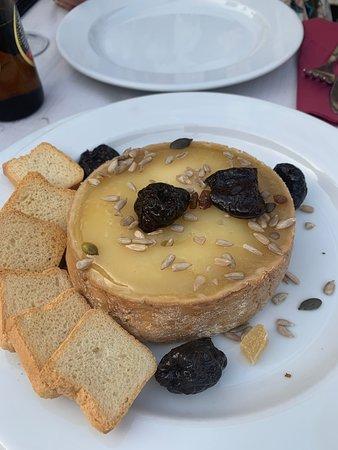 Madronera, Španielsko: Muy buena comida, pero muy lentos en el servicio. Sin duda la torta del casar para repetir