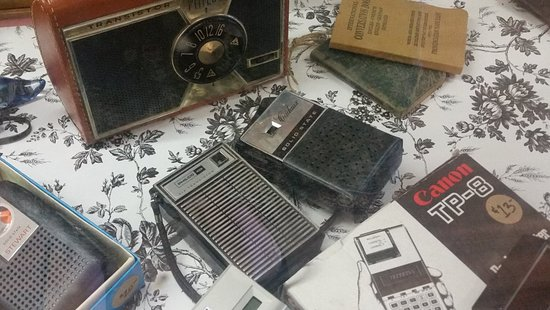 Remember sporting these transistor radios and calculators?  Ye, we've got them all!