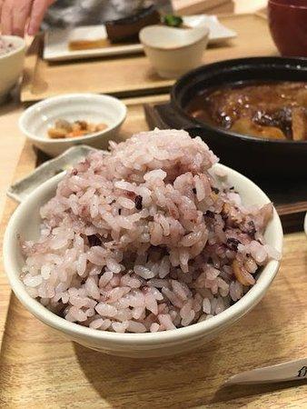 ごはんは白米と雑穀米で選べます