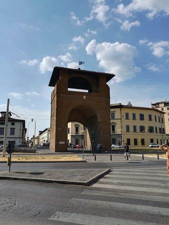 Porta al Prato: Pota al Prato (Порта аль Прато) или Ворота Прато, Флоренция, июль.