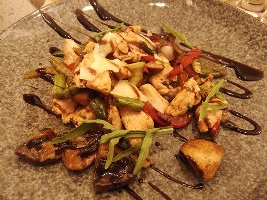 Теплый салат с индюшатиной