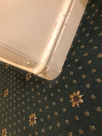 Royal Bath Hotel & Spa Bournemouth: Tatty furniture throughout