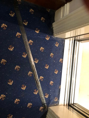 Royal Bath Hotel & Spa Bournemouth: A main lift, unsafe and disgusting