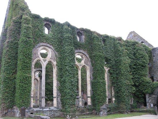 Villers-la-ville, Belgique: Scorcio dei suggestivi resti dell'abbazia di Villers la Ville