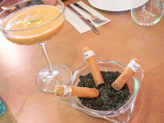Inclan Brutal Bar: Gazpacho y falsos puros habanos. Rollitos de pasta filo rellenos de crema de mojito