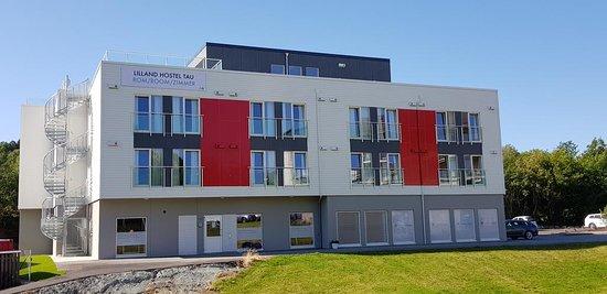 Lilland Hostel Tau: The building og the hostel