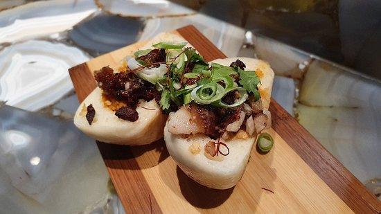 LUKE Restaurante: Bao bun coreano, pan al vapor estilo coreano con kimchi y crujiente de ibérico