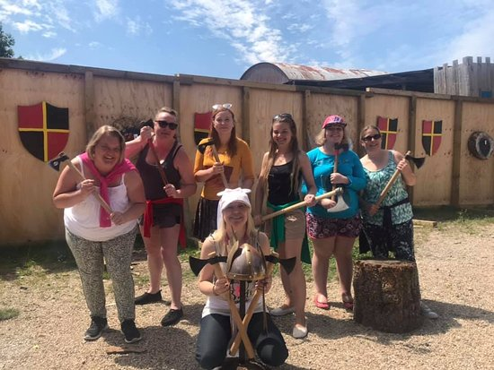 East Huntspill, UK: Hen Party fun with Axe-Throwing! 