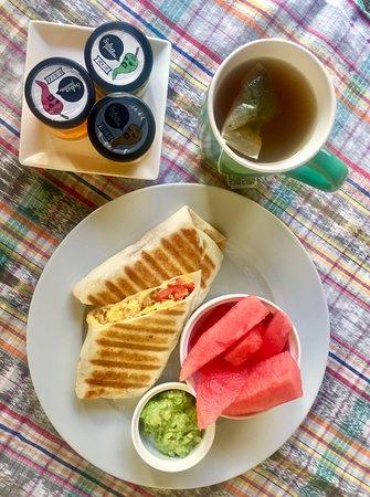 Canela Antigua: Breakfast burrito plate