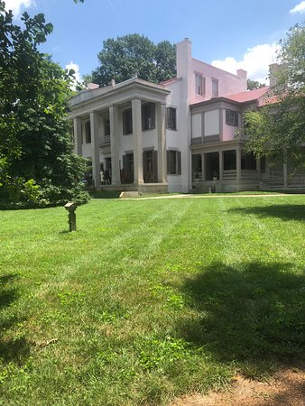 Belle Meade Guided Mansion Tour with Complimentary Wine Tasting: The mansion