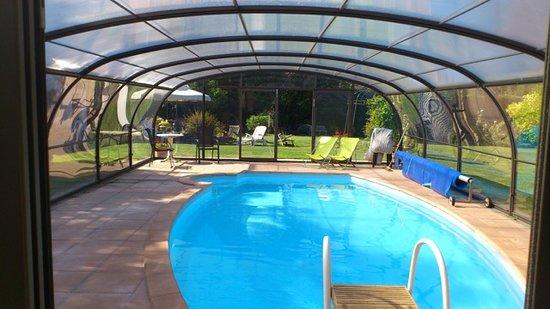Paillart, Frankrike: notre piscine couverte sans vis a vis sur un terrain de 5000m2