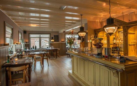 Warmenhuizen, Ολλανδία: Knus restaurant
