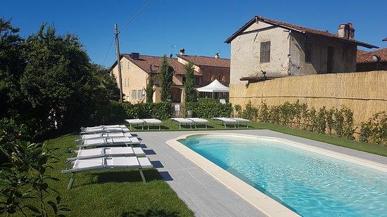 Clavesana, Italy: piscina