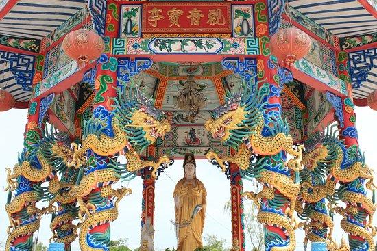 จังหวัดปราจีนบุรี, ไทย: มูลนิธิสว่างบำเพ็ญ ธรรมสถานเซียนซือ