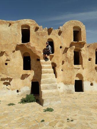 Tataouine Governorate, Tunezja: Tutti conoscono Tatooine, il pianeta natale di Anakin Skywalker… ma forse non tutti sanno che il nome del pianeta non è stato inventato, ma è quasi copiato da Tataouine, piccolo villaggio nel sud della Tunisia.