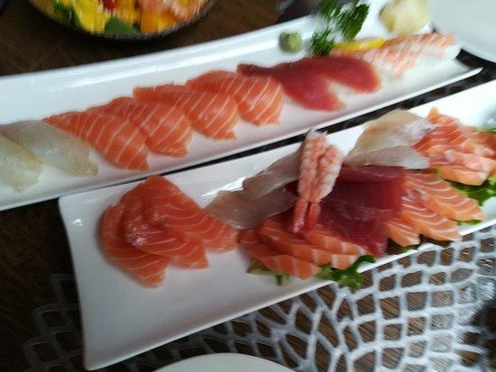 sushi and sashimi plats
