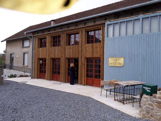 Crocq, Франция: Front of La Vieille Annexe (The Old Annexe)