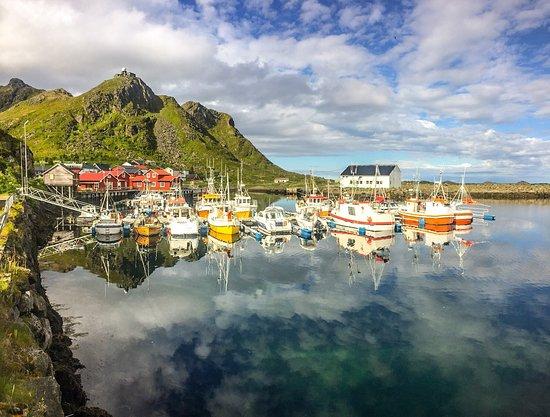 Sto, นอร์เวย์: Netter kleiner Fischerort mit Café von dem man aus Wanderungen und Walsafaris machen kann.